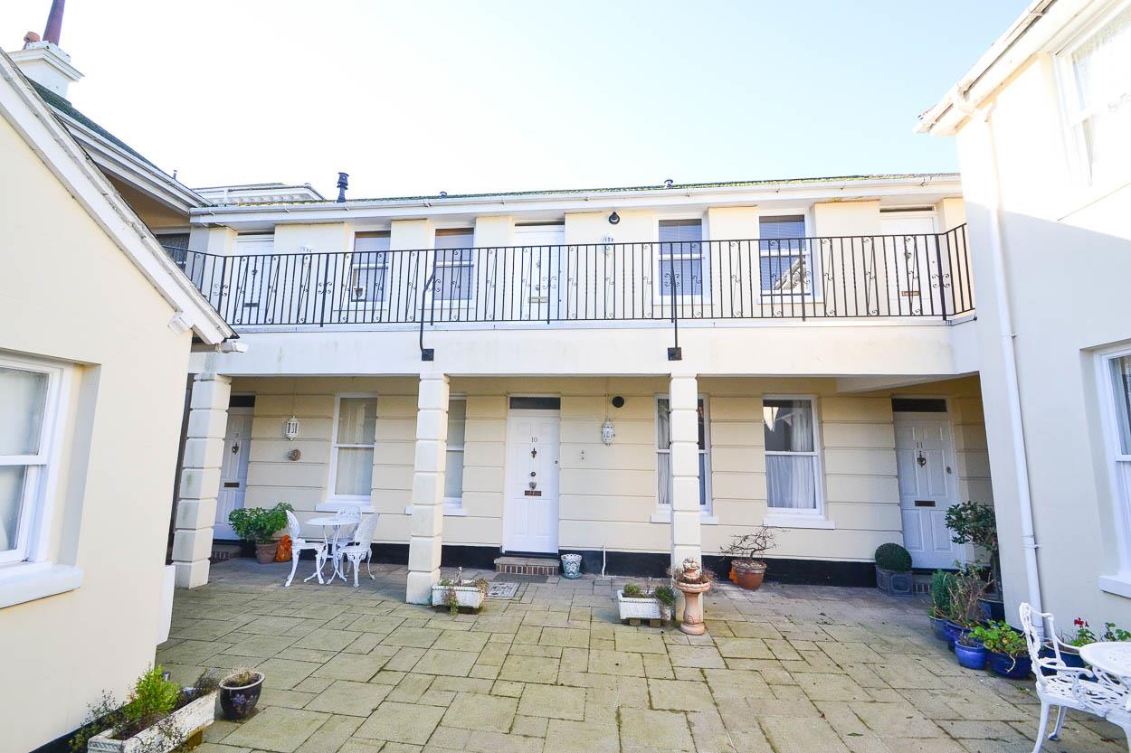 1 Bedroom Flat for sale in Church Street, WILLINGDON